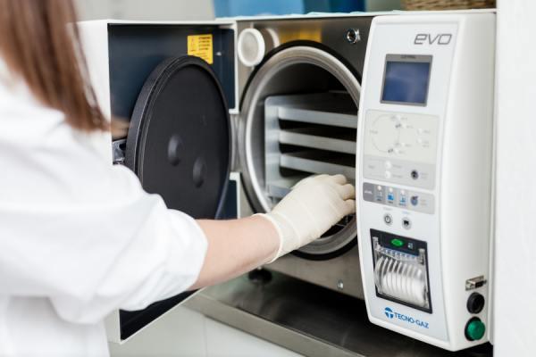 Автоклав для стерилизации медицинских инструментов